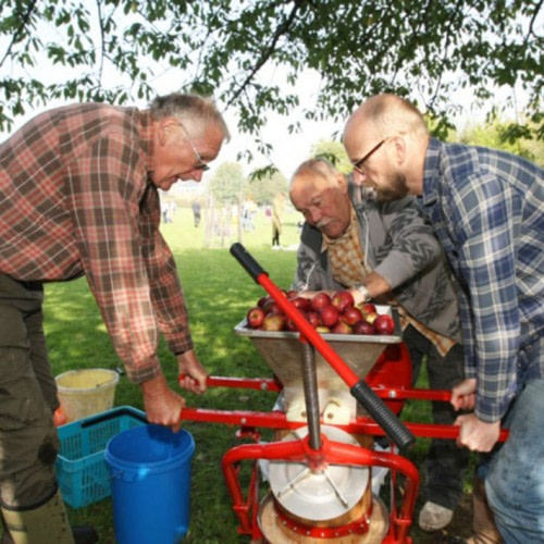 Steyning Community Orchard Apple Juicing Day